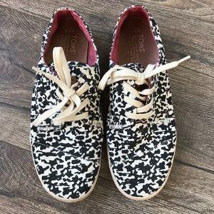 Tom's Lace Up Tennis Shoes Animal Print Sz 7.5
